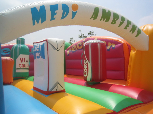 LLOGUER INFLABLE MEDI AMBIENT www.medirflash.cat